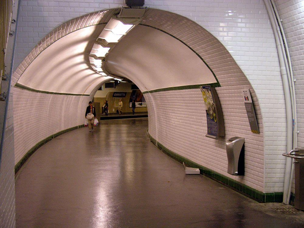 Old running tunnels, Gambetta - 1