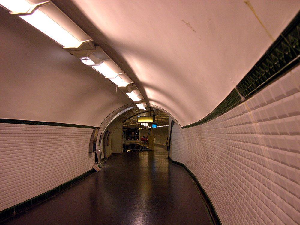 Old running tunnels, Gambetta - 3