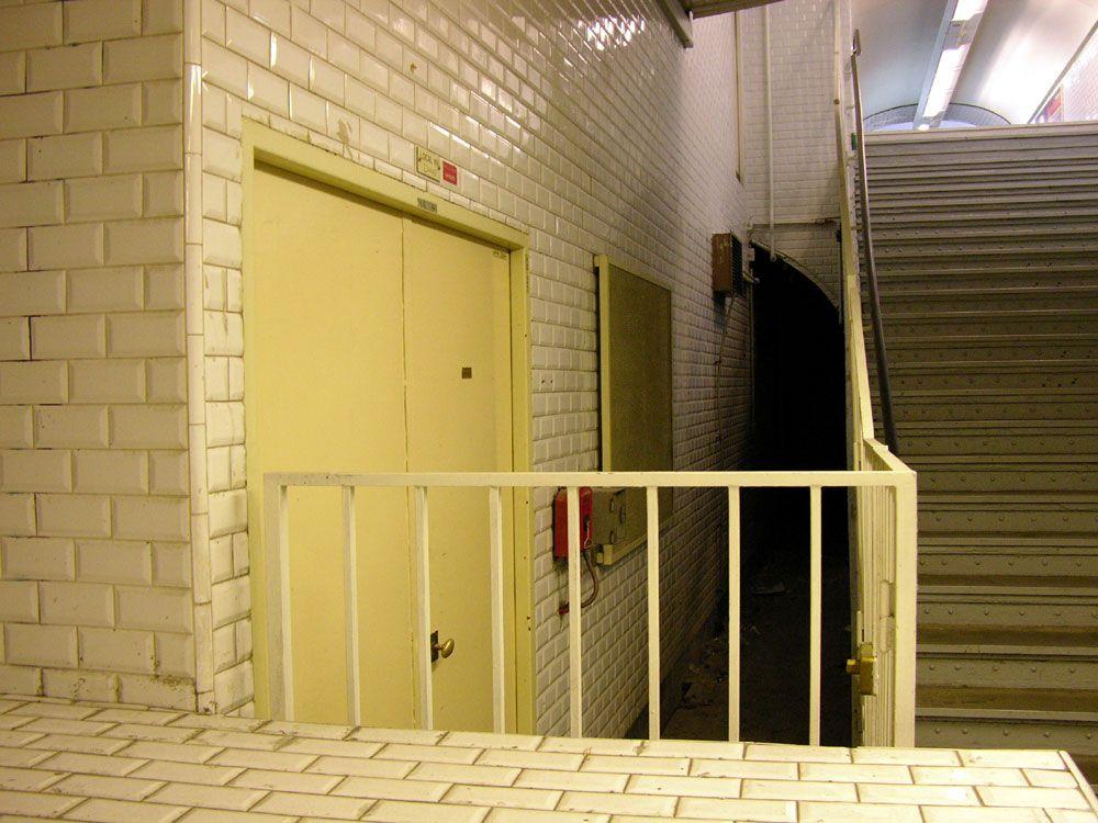 Old running tunnels, Gambetta - 4